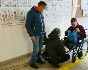 Взявшие инвалида в рабство в Казани начали угрожать волонтеру, которая его спасла