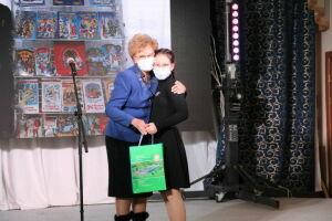 В Елабуге детям с инвалидностью вручили планшеты, игрушки и лекарства