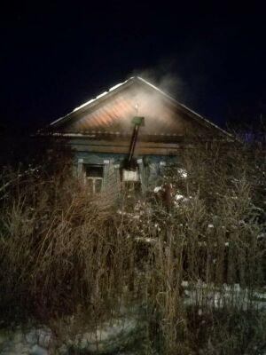 Из пожара в заброшенном доме в Альметьевске спасли мужчину