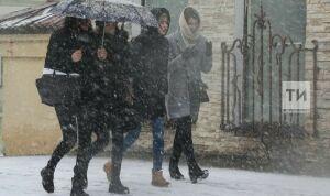 Врач: Зимой чаще всего жители Казани травмируются на лестницах и остановках