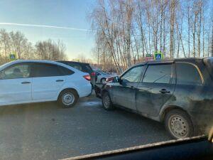 Массовое ДТП спровоцировало серьезную пробку на Горьковском шоссе в Казани