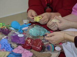 Жительницы Нижнекамска передали теплые вещи для недоношенных малышей