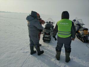 Без регистрации и ТО: двоих нарушителей на снегоходах поймали инспекторы ГИМС в РТ