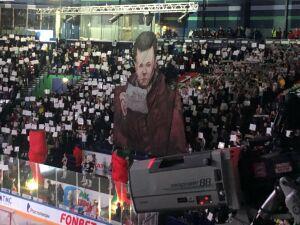 Болельщики «Ак Барса» перед игрой со «Спартаком» вывесили баннер с главным фанатом