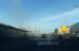 На видео попал момент смертельного ДТП в Казани, где «Ауди» разбилась об ограждение