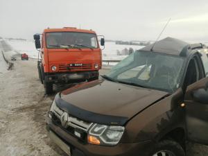 Водитель «Рено» погиб при столкновении с бензовозом в Сармановском районе РТ