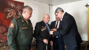 Четырем верхнеуслонским ветеранам вручили юбилейные медали