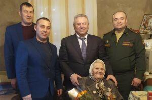 Одиннадцати высокогорским ветеранам вручили медали «75 лет Победы» и «100 лет ТАССР»