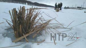 На озере Каракуль под Нижнекамском пробурили 200 лунок для спасения рыбы