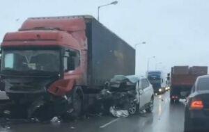 Внедорожник влетел в фуру на трассе М7 в Татарстане, водитель и пассажирка погибли