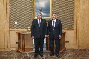 Президент РТ обсудил вопросы сотрудничества с главой «Биринчи резинотехника заводи»