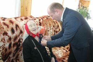 Трем участникам войны в Дрожжановском районе вручили юбилейные медали