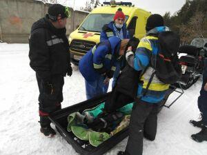 На Изумрудном озере в Казани спасатели помогли лыжнице со сломанной ногой