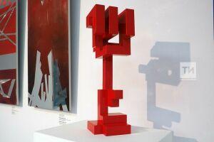 Трехмерные панно из стали: в ГСИ открылась выставка скульптора Массимо Гьотти