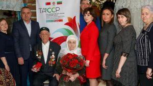 Бугульминской семье в честь 65-летия совместной жизни вручили памятные медали