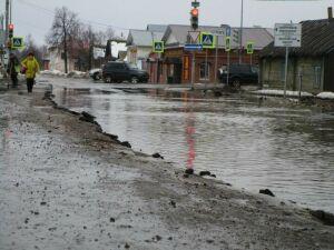 Из-за резкого таяния снега улицы Елабуги затопило