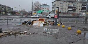 Казанцев возмутили брошенные продавцами цветы возле одного из рынков города