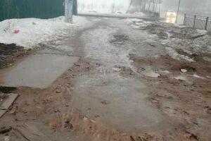 Нижнекамка пожаловалась на непроходимую грязь в одном из микрорайонов города