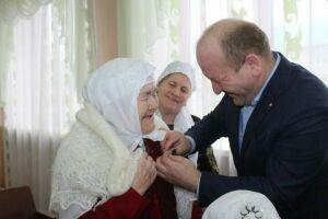 Труженикам тыла Дрожжановского района вручили юбилейные медали Победы