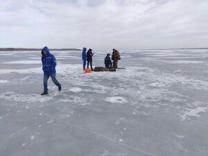 В 50 метрах от берега на льду Камы в РТ нашли тело рыбака из Удмуртии