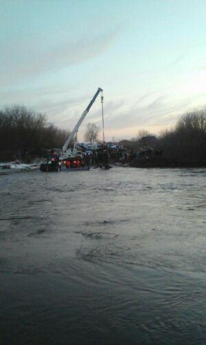 С подтопленного моста в Буинском районе РТ льдиной снесло трактор с людьми