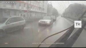 В Казани неизвестные обстреляли из пневматического оружия автобус
