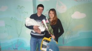 Зеленодольской молодой семье на рождение четвертого ребенка вручили коробку малыша