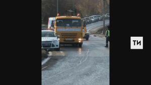 Водитель внедорожника получил переломы, вылетев на авто в кювет под Казанью