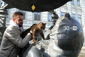 «Особенность породы, а не жирок»: кот Виктор встретился с Казанским котом