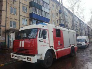 Женщину и двух девочек спасли из задымленного от пожара подъезда в Альметьевске