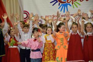 Свыше 300 юных нурлатцев сразились за выход в финал фестиваля «Без бергэ»