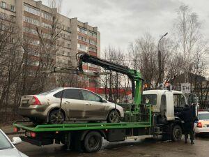 Фуру и иномарку арестовали приставы у двух жителей Казани за долги по налогам