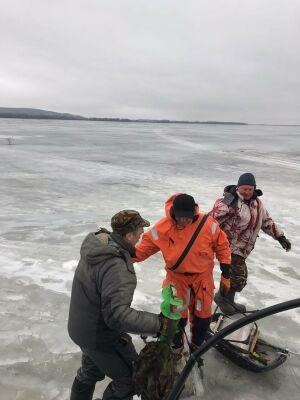 В Татарстане рыбак едва не погиб, провалившись под лед Волги