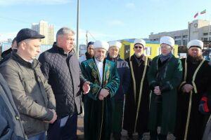 Мэр Набережных Челнов пожертвовал на строительство мечети «Джамиг» миллион рублей