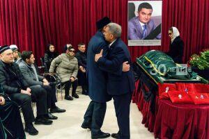 Рустам Минниханов прибыл на похороны Ирека Миннахметова