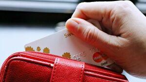 Менделевич призвал россиян использовать кредитки, чтобы не заразиться коронавирусом