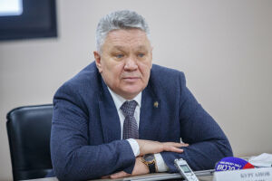 Бурганов: Дистанционное обучение не повлияет на зарплату педагогов вузов и ссузов