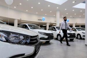 Четверть россиян решили отложить покупку автомобиля из-за падения рубля