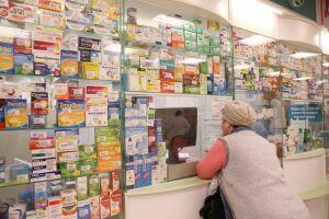Маски и спиртовые салфетки стали самыми востребованными аптечными товарами у россиян