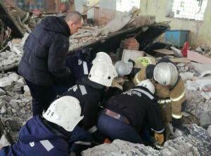 В Казани мужчина едва не погиб под рухнувшей бетонной плитой здания бывшего завода