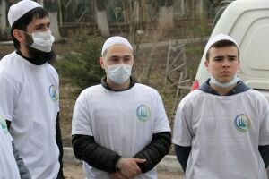 Волонтеры из мечети «Джамиг» раздают в Нижнекамске нуждающимся продукты