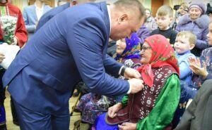 Менделеевским ветеранам на фестивале народного творчества вручили юбилейные медали