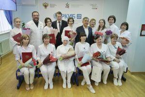 Мурашко наградил казанских врачей, прошедших карантин с пассажирами Diamond Princess