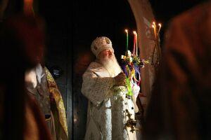 Поздравляю с торжеством света и истины: Митрополит Феофан возглавил пасхальную службу