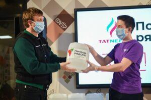 Нижнекамским волонтерам передали 500 литров антисептиков