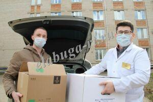 Елабужским медикам передали 2 тысячи защитных масок