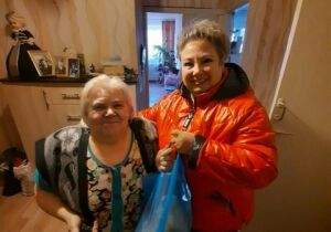 Заместитель главврача Лаишевской ЦРБ оказывает волонтерскую помощь пенсионерам