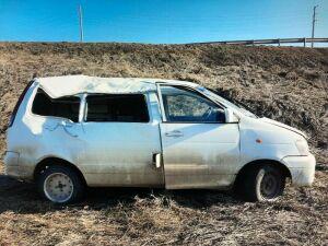 Водитель иномарки в РТ получил травмы, влетев в дорожный знак и опрокинувшись в кювет