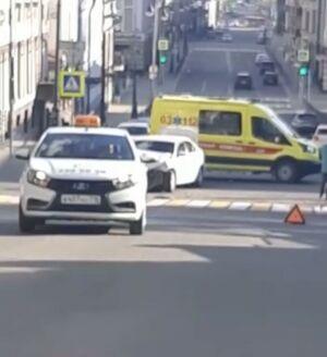 В Казани автоледи решила проскочить перекресток и устроила ДТП с тремя пострадавшими