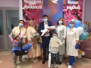 В перинатальном центре РКБ поздравили с Днем семьи молодых родителей